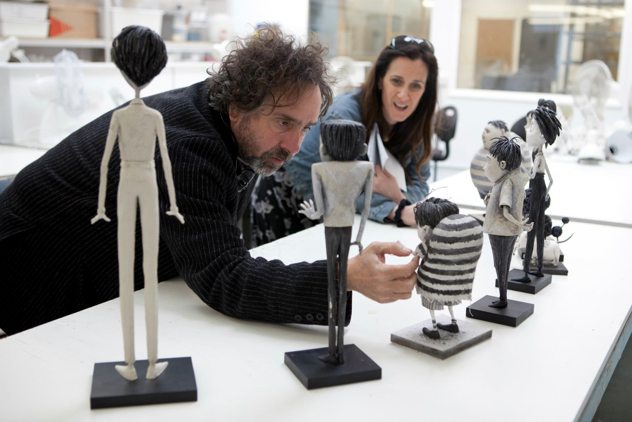 http://puyanama.com/wp-content/uploads/Frankenweenie2/Director%20Tim%20Burton%20reviews%20the%20character%20maquettes%20in%20the%20Puppet%20Hospital%20with%20Producer%20Allison%20Abbate.jpg